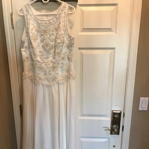 Dresses & Skirts - DRESS Size 18. Cream Color